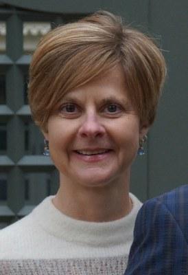 Lori Feathers Headshot